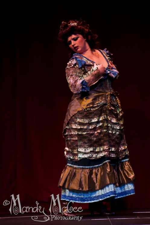 Vixen Valentine performing as Idris.