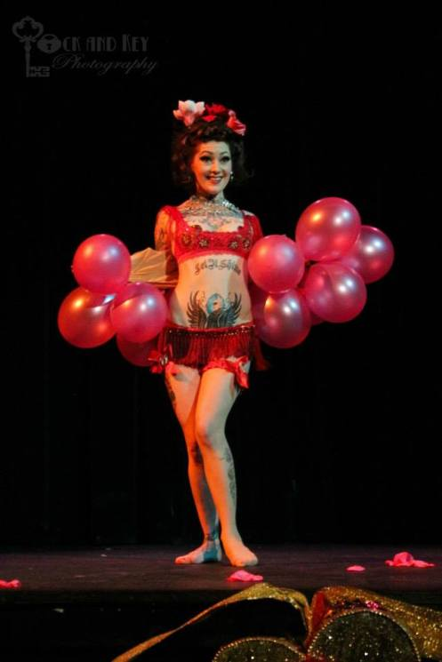 Nani Poonani's amusing take on the traditional balloon act (Photo courtesy of Israel Caine of Lock and Key Photography)